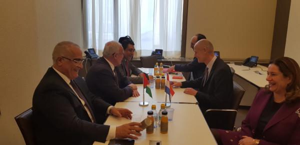 المالكي يلتقي وزير خارجية هولندا شتيف بلوك