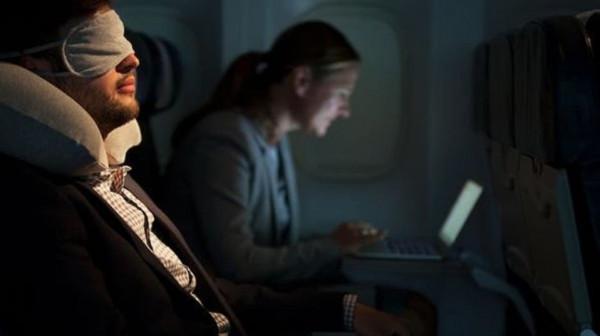 سر مرعب وراء تعتيم الأضواء عند إقلاع وهبوط الطائرات