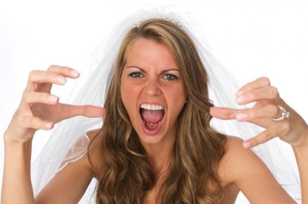 كيد النساء.. صديقة عروس ترتكب فعلا مشينا في حفل الزفاف