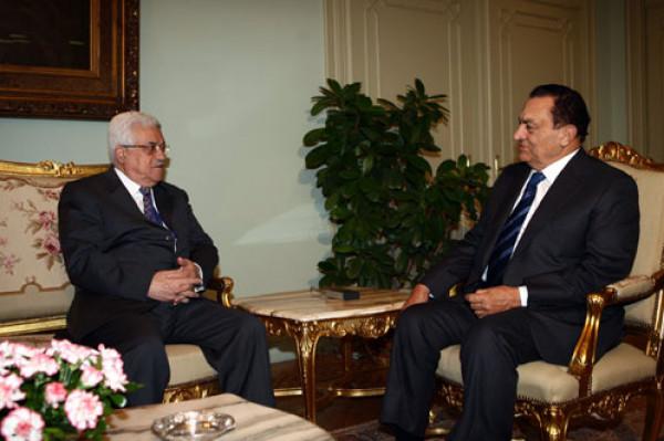 أول تعليق للرئيس عباس على وفاة الرئيس المصري حسني مبارك
