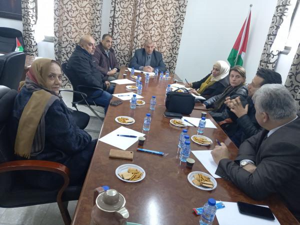 رئيس اللجنة الشعبية للاجئين بقلقيلية يلتقي مدير عمليات وكالة الغوث بالضفة
