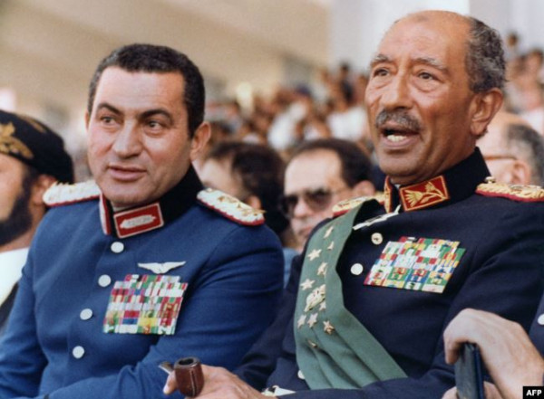 صور نادرة توثق مراحل مختلفة من حياة حسنى مبارك