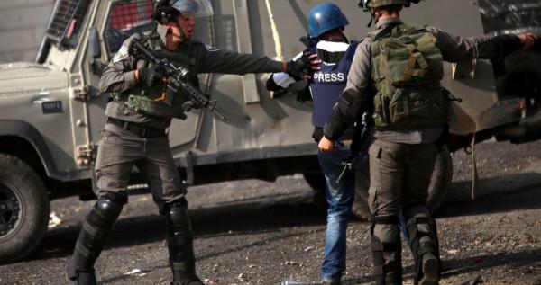 نادي الأسير: الاحتلال يعتقل (15) صحفياً في سجونه