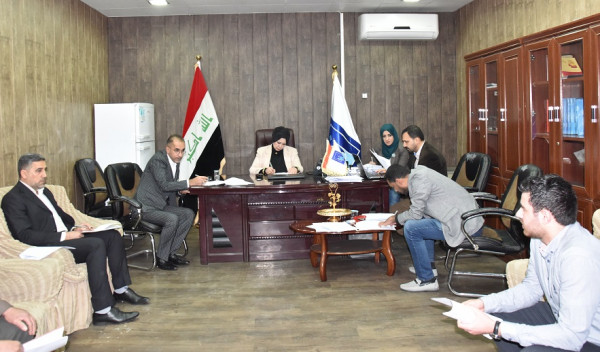 رئيس الإدارة الانتخابية تلتقي بموظفي عقود مكتب الكرخ الانتخابي