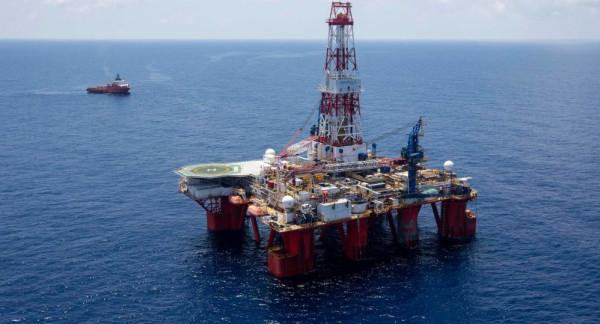 النفط يواصل التراجع بنسبة 6.1 % لتصل إلى 31.9 دولار