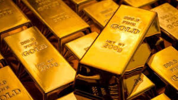 الذهب يرتفع بفضل الإقبال على الملاذات الآمنة ويتجه لانخفاض أسبوعي