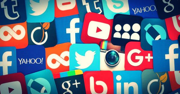 تفشي كورونا يدفع الناس لملازمة منازلهم والتواصل عبر منصات التواصل الاجتماعي