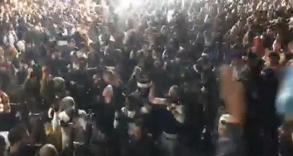 شاهد: آلاف الفلسطينيين يخرقون حظر تجول بجنين لاستقبال أسير محرر.. ومسؤول فلسطيني: كلن عالحجر