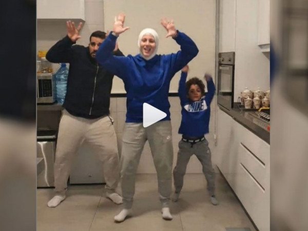 فوائد العزل.. شاهد: لبنانية محجبة تشعل انستغرام برقصات أفريقية