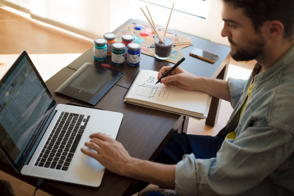 37% من الشركات بالإمارات تتحول للعمل عن بعد بسبب (كورونا)
