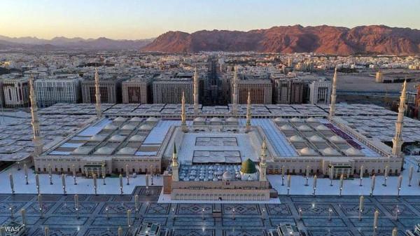 (صور) ترصد الالتزام المجتمعي في المسجد النبوي بالاجراءات ضد (كورونا)