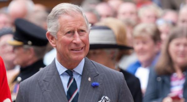الأمير تشارلز نقل فيروس (كورونا) على نطاق واسع.. هل أصابت العدوى والدته؟