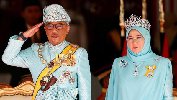 ملك ماليزيا وزوجته في الحجر الصحي