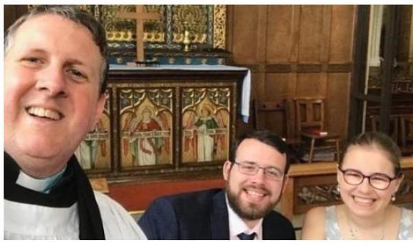 عروسان ينتصران على (كورونا) في بريطانيا بهذه الطريقة