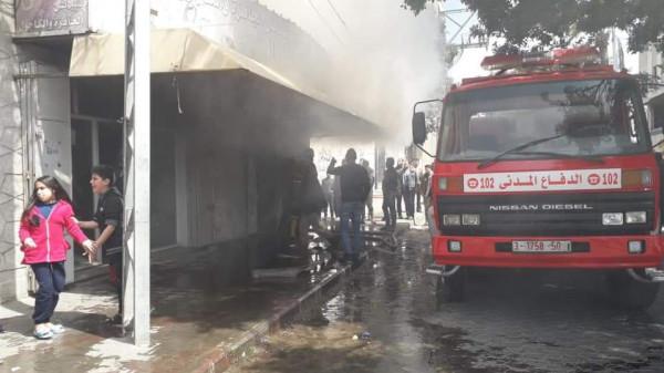 شاهد: حريق بمخازن تجارية في حي النصر بمدينة غزة