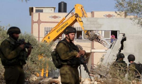 قوات الاحتلال تهدم ثلاثة منازل في الديوك شمال مدينة أريحا