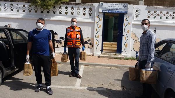 توزيع طرود غذائية  لمشتركي نادي المسنين في الرملة بسبب ازمة كورونا