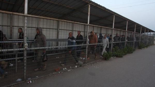 وزير العمل: نتابع قضية العمال العائدين من أراضي الـ48 عبر معبر قلقيلية