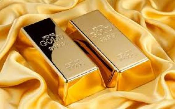 الذهب يتراجع بعد عمليات بيع للمستثمرين للحصول على سيولة