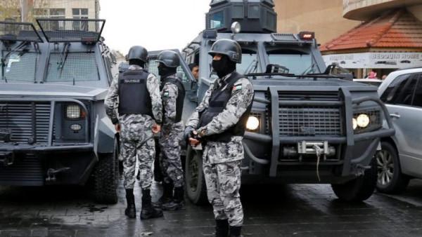 جريمة مروعة.. شقيقان يقتلان والدهما وزوجته بالأردن
