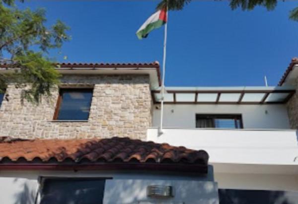 سفارة فلسطين باليونان تتابع أمور الطلبة و تواصل دوامها بشكل مقلص
