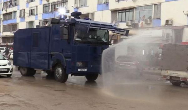 تجهيزات الشرطة تنفذ 400 خرجة لتعقيم الشوارع خلال الأسبوع المنفرط