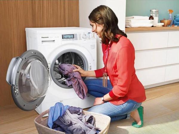إليك الطريقة الصحيحة لغسل الملابس للحماية من (كورونا)