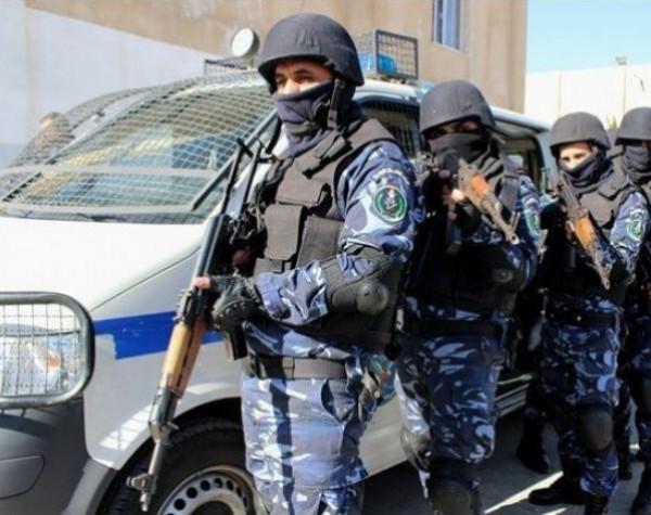 الشرطة تقبض على أربعة أشخاص مشتبه بهم بالاعتداء على شاب بنابلس