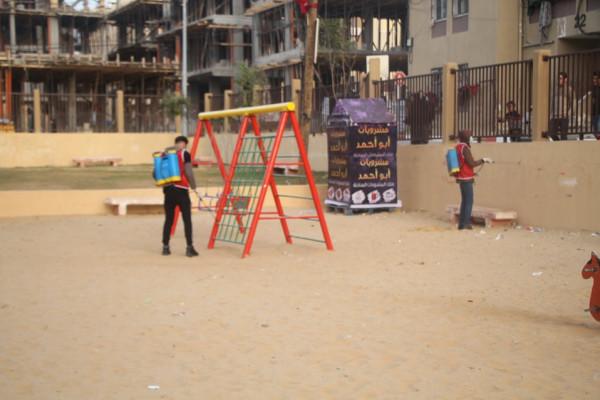 """حملة تعقيم واسعة لـ""""الديمقراطية"""" في أحياء مدينة غزة للوقاية من فيروس (كورونا)"""