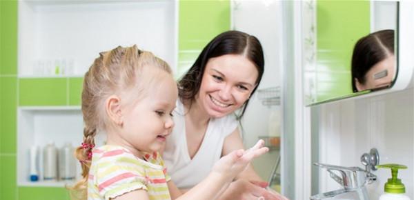 طرق لتعليم طفلك أسّس النظافة للوقاية من فيروس (كورونا)