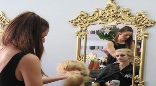 هكذا تصبغين شعرك في المنزل على طريقة صالونات التجميل