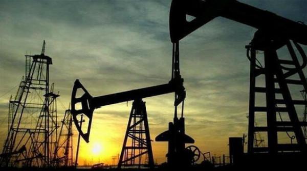 (كورونا) يُخفّض أسعار النفط 4%