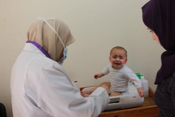 جمعية أرض الإنسان الفلسطينية تواصل تقديم خدماتها في ظل انتشار فيروس (كورونا)