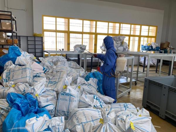 الشركة الأولى للخدمات اللوجستية تسلم البريد الفلسطيني المحتجز