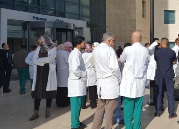 مؤسسات حقوقية تصدر تقريراً بشأن مخاطر تهدد حياة الأطقم الطبية بسبب انتهاكات الاحتلال