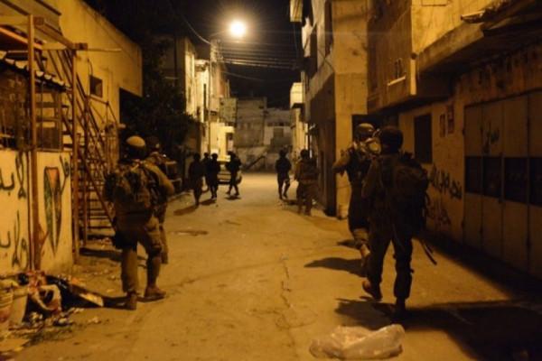 فجرًا.. الاحتلال يقتحم بلدة العيزرية بالقدس