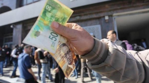 الحكومة الفلسطينية تبدأ بصرف رواتب موظفيها بغزة بنسبة 75%