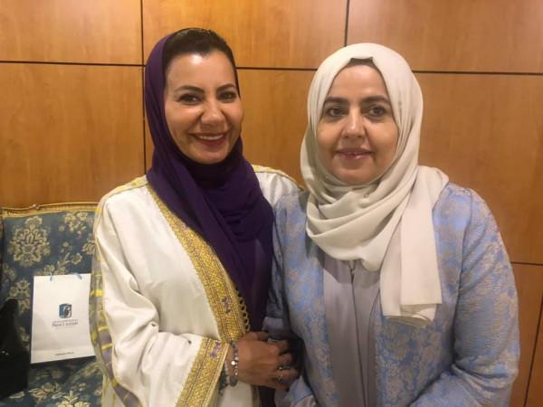 """رئيسة """"سنيرجي"""" التشكيلية السعودية علياء الدقس: فترة حظر (كورونا) منحتنا طاقة """"بيتية"""""""