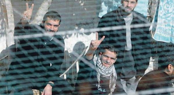 أسرى فلسطين: الاحتلال يُخفي حقيقة أوضاع الأسرى المخالطين للمحرر صرصور بـ (عوفر)