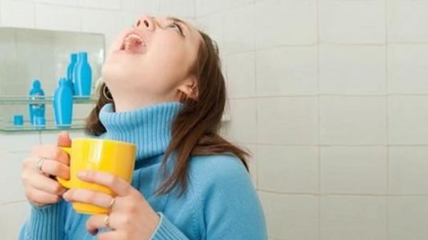 هل غرغرة الماء تحميك من الإصابة بفيروس كورونا؟ إليك الحقيقة