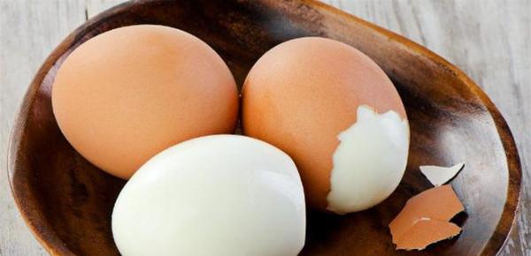 """قصة غريبة.. حاولت طهي بيضة بـ""""المايكرويف"""" والنهاية صادمة"""