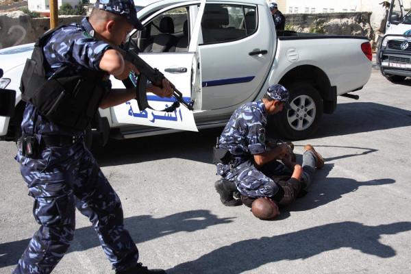 الشرطة تغلق منشار حجر وثمانية محلات تجارية لعدم الالتزام بالتعليمات في سلفيت