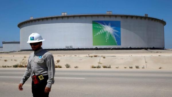 رويترز: السعودية مستعدة لخفض أربعة ملايين برميل يومياً من مستوياتها القياسية