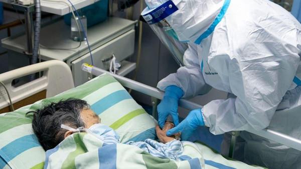 لماذا يقتل فيروس كورونا البعض ولا يشعر به آخرون؟
