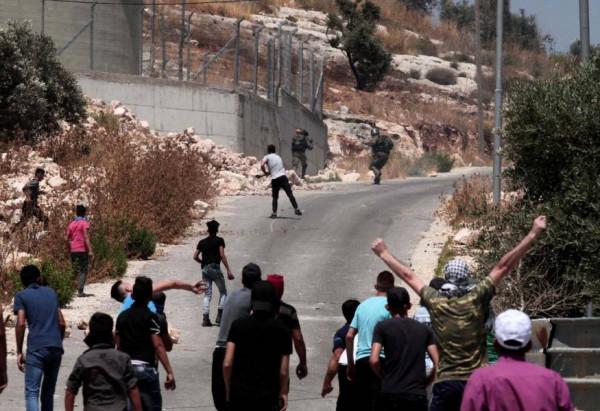 إصابة 10 مواطنين بالاختناق خلال قمع الاحتلال مسيرة كفر قدوم