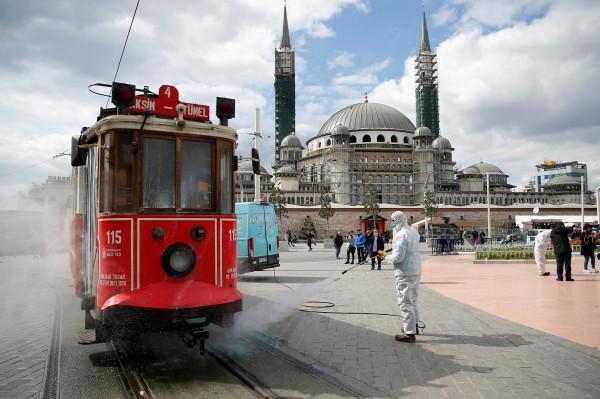تركيا: 98 وفاة جديدة بفيروس (كورونا) وحصيلة الضحايا تتجاوز الألف