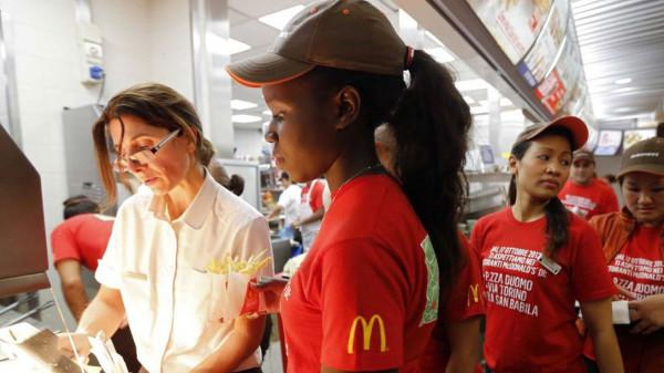 """خمسة آلاف موظفة يقاضين """"ماكدونالدز"""" بسبب التحرش الجنسي"""