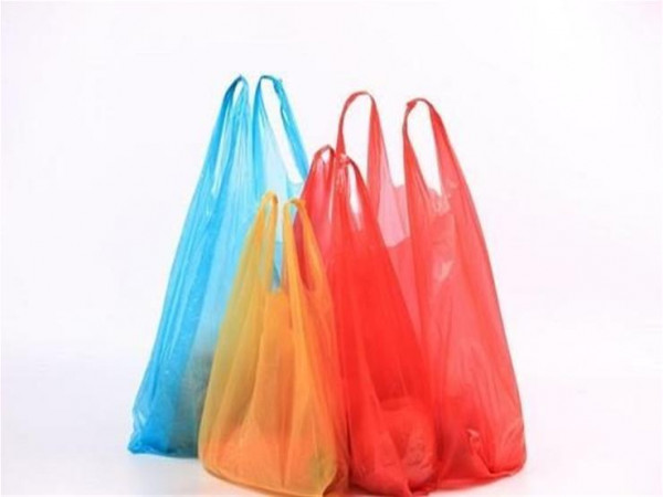 """استبدلوا الأكياس البلاستيكية بـ""""القماش"""" في زمن كورونا لهذا السبب"""