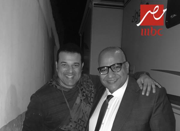 """الفنان المغربي غاني ينشر كواليس مسلسل """"2 في الصندوق"""""""