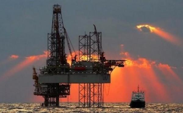 أمريكا تدرس وقف شراء النفط السعودي